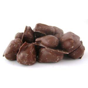 Абрикос с миндалём в шоколаде