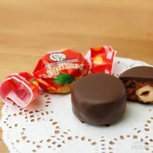 Суворовские конфеты «Абрикос с орехом в шоколаде»