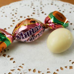 Суворовские конфеты «Драже миндальное» в йогурте