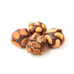 Конфеты из кураги с цельными орехами